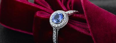 Can Engagement Rings have colored stones?